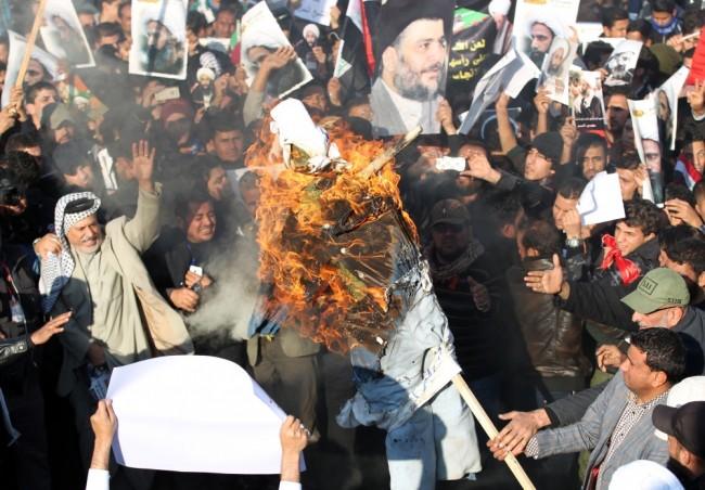 Иракские шииты протестуют против шейха Нимра ан-Нимра. Фото AFP/Scanpix