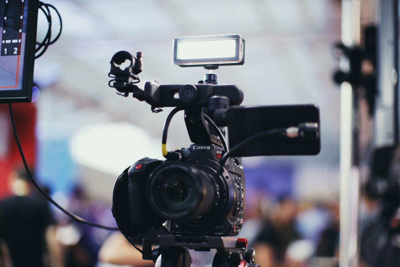 Salidas Laborales a las que Puedes Optar Después de Formarte en el Curso de Grabación y Edición de Vídeo