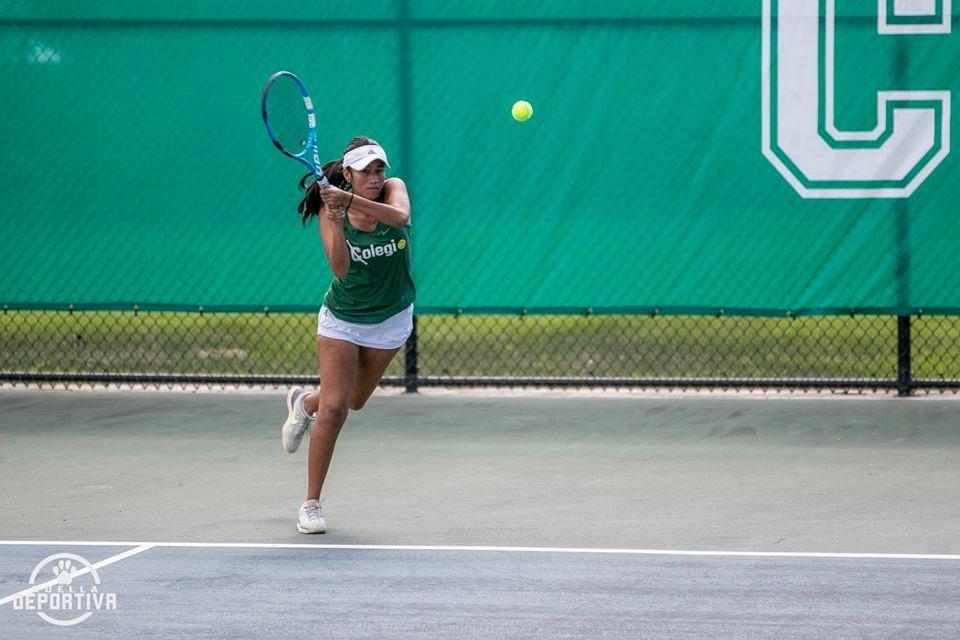 1 persona, practicando un deporte, tenis y exterior