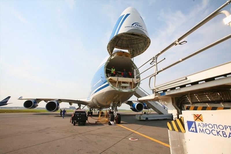Грузовые авиаперевозки. B747F nose cargo