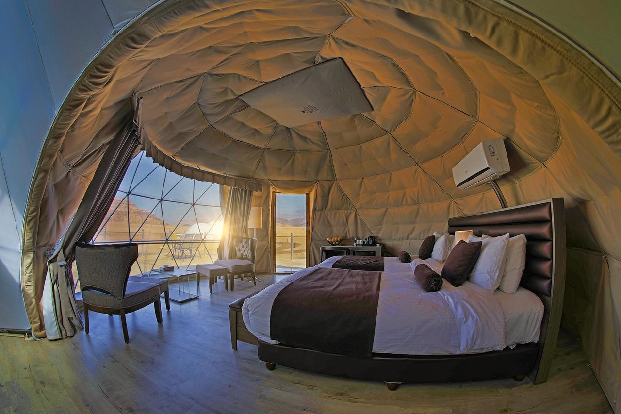 Alojamiento Wadi Rum UFO Luxotel para dormir en el desierto.