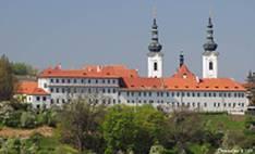 https://danatourguide.webnode.cz/_files/200000155-e5ca5e6c3e/1-200%20strahovklaster%20(1).jpg
