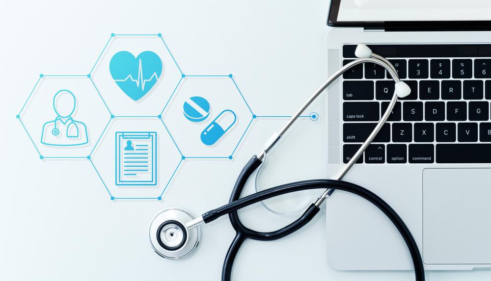 Entre as razões ditas pelos entrevistados para utilizar a telemedicina como modo de consulta, estão: menor custo de atendimento, pelas consultas serem mais baratas e de fácil acesso a um especialista. (Fonte: Shutterstock)