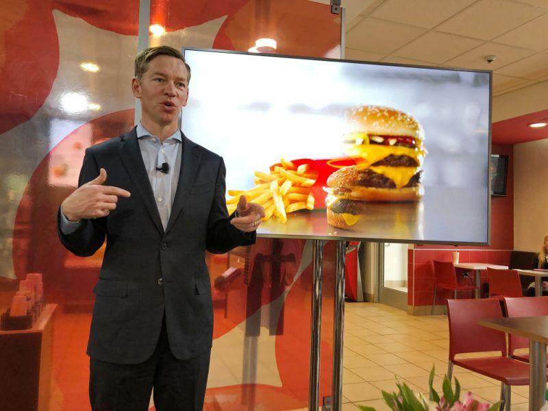 ¿CEO de McDonald's despedido por tener una relación con una empleada?