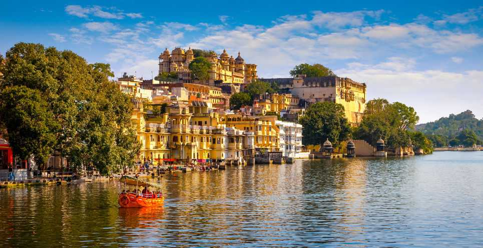The reflection of Udaipur fort in the river looks splendid.