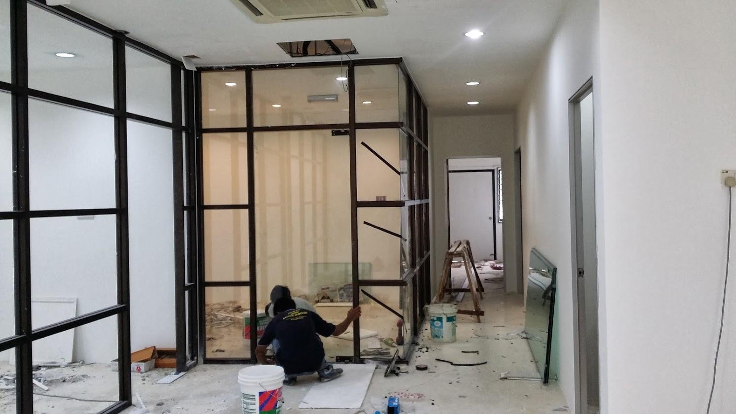 Installing glass panel