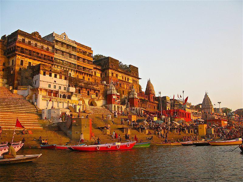 http://blog.onlineprasad.com/wp-content/uploads/2015/04/Kashi-Vishwanath-Temple-in-Varanasi.jpg