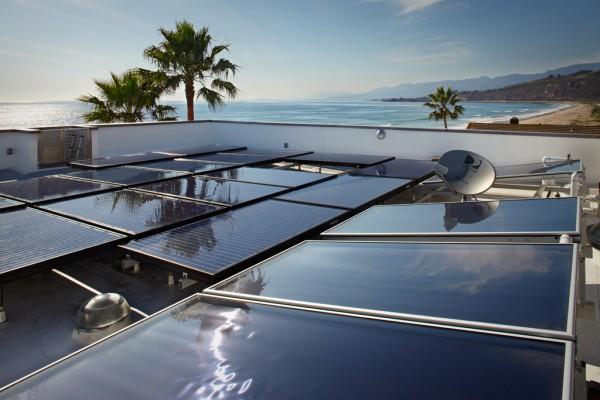 Penggunaan panel surya fotovoltaik - source: home-designing.com