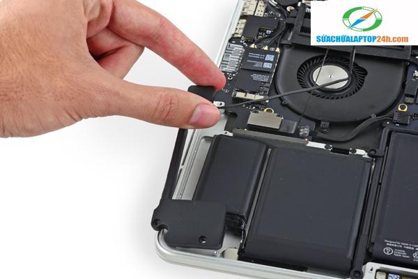 macbook-spearker-replacement-2
