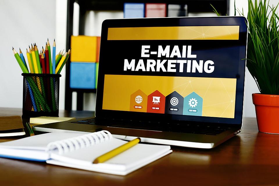 Email Reclame, Laptop, Desk, Digitale Marketing