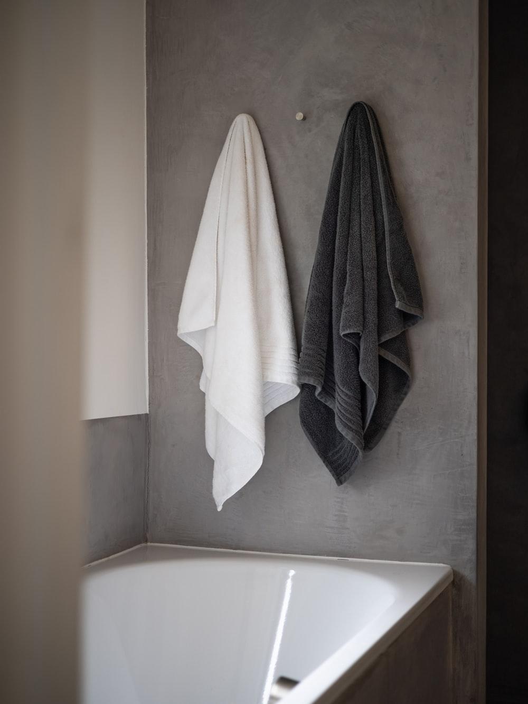 handdukar i badrum