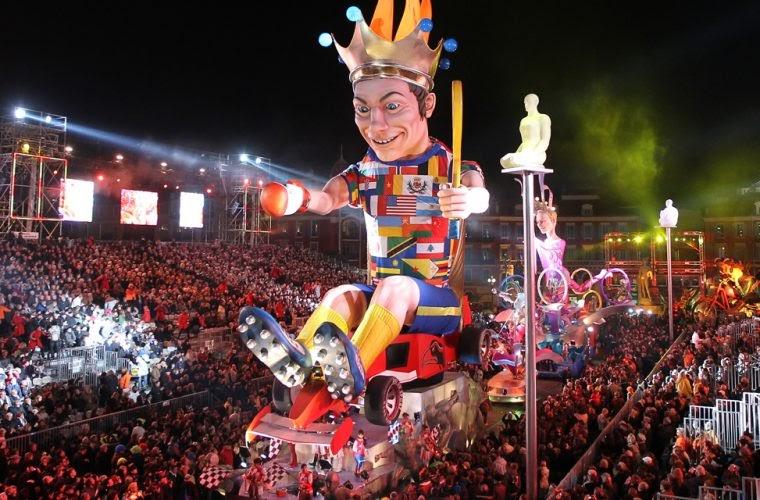 char qui défile au carnaval de Nice