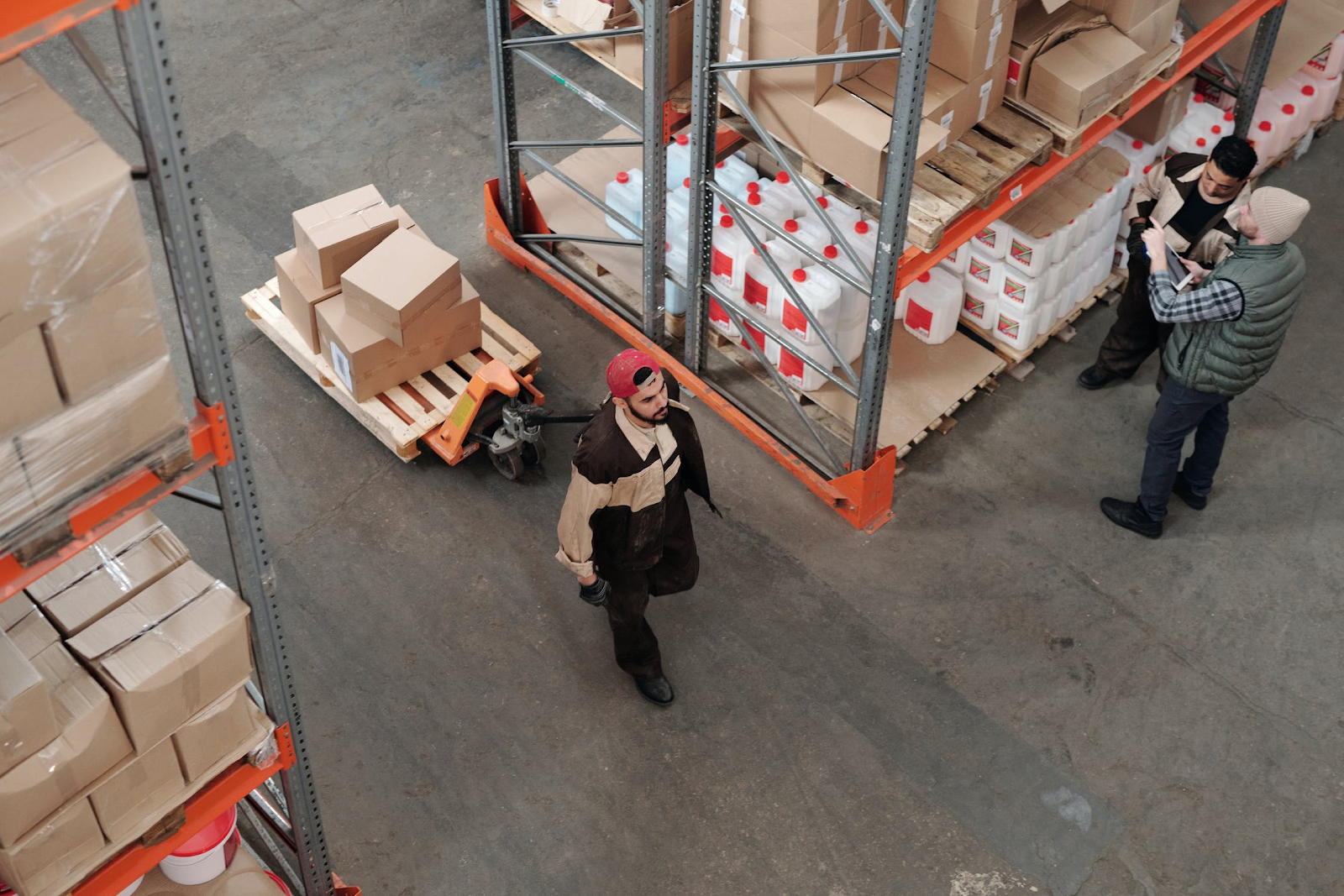 a warehouse where a supplier stores dropshipped items