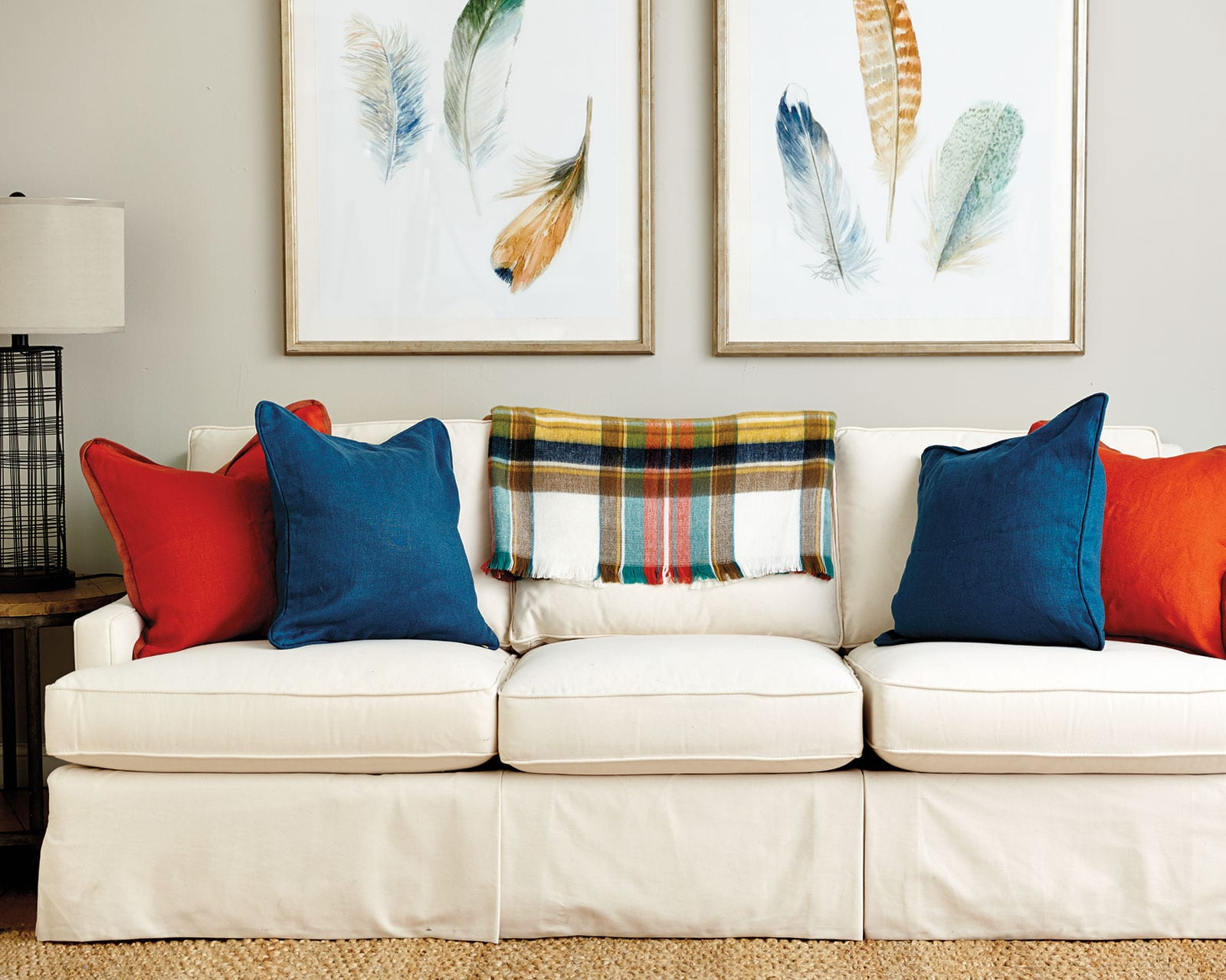 10  Gorgeous Accent Pillows: Make Your Rooms Stunned & Bold 2
