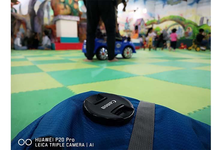 Hasil foto Huawei P20 Pro - Foto indoor, cahaya terang. (Foto: Setia Gunawan)