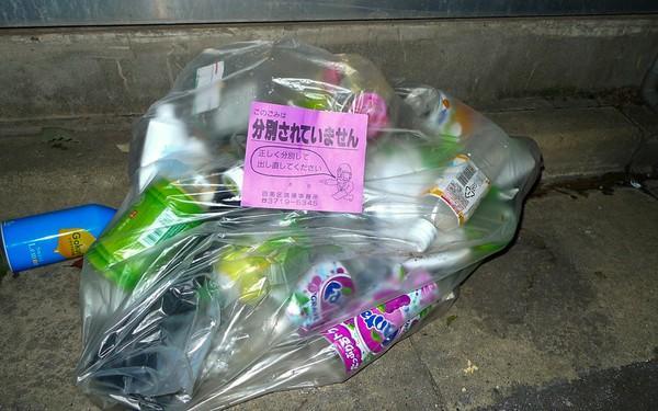 Image result for rác bị trả về nhà ở Nhật