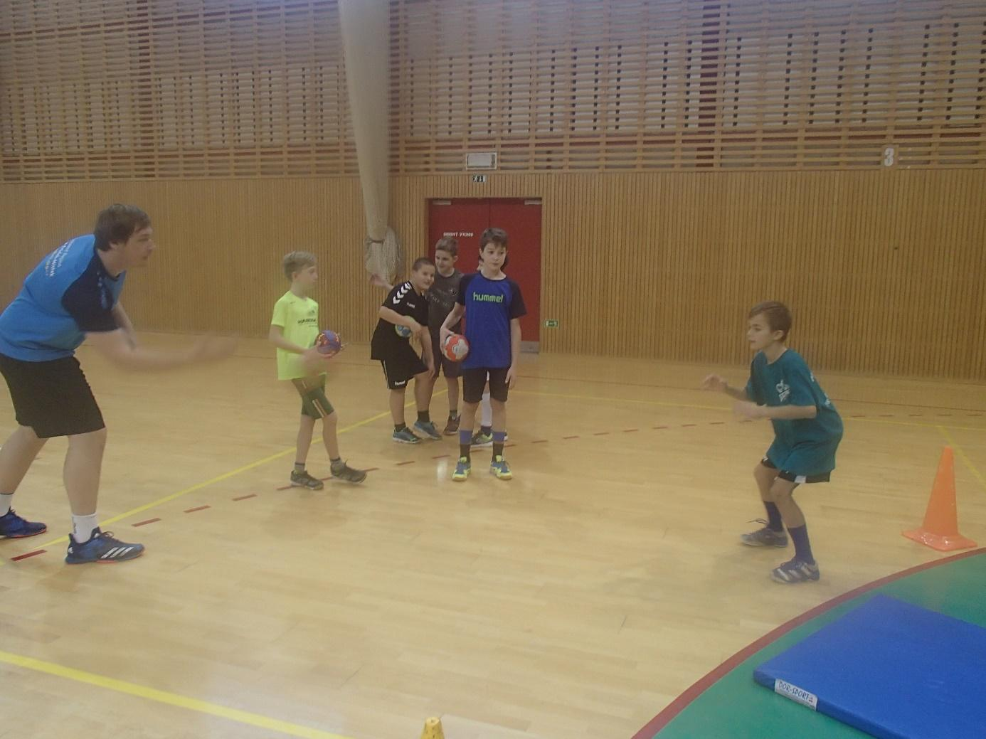 C:\Users\Pedagog\Pictures\Hanball camp ml. ž. 25.11.18\PB250153.JPG