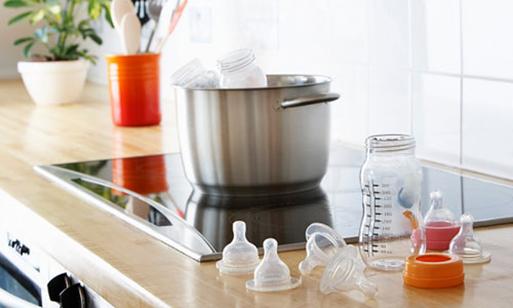 Những sai lầm thường gặp khi pha sữa cho trẻ em