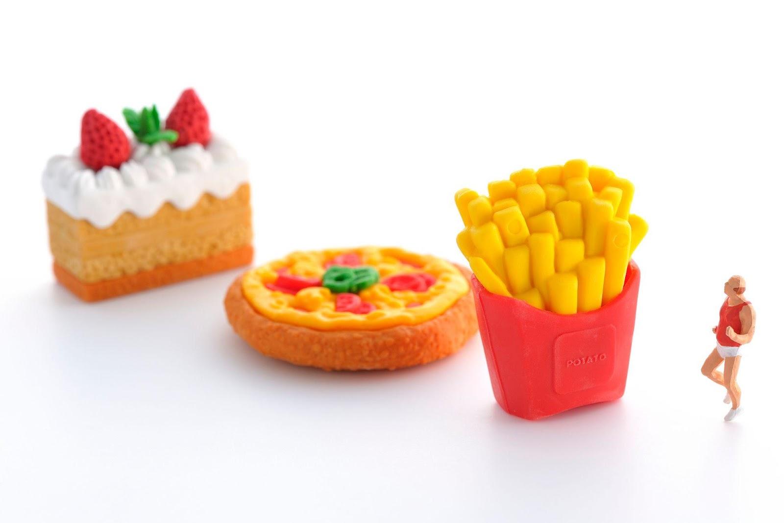 オレンジ色のケーキ  中程度の精度で自動的に生成された説明