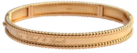 9. กำไลข้อมือผู้หญิงแบรนด์ Van Cleef & Arpels รุ่น Perlee 18ct Gold Bracelet
