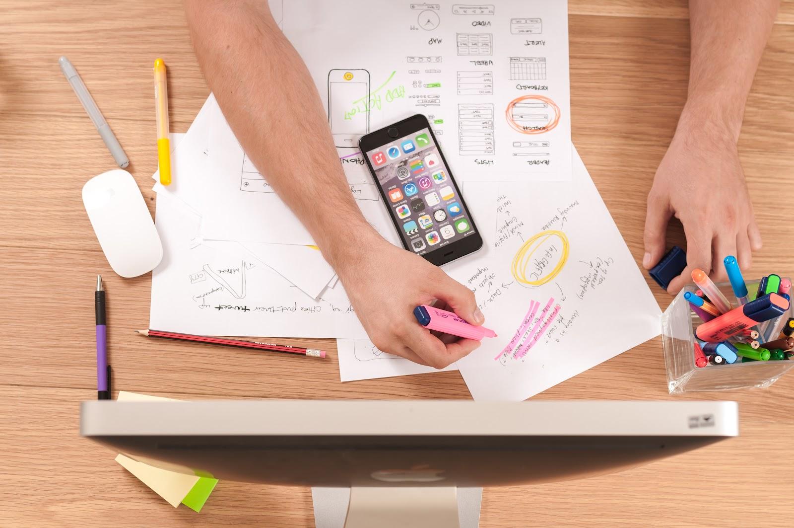 un freelance calcule son taux journalier moyen