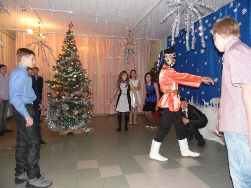 \\ТЕХНИК-ПК\local_trash\школьные фотографии\16-17\27. Новый год\8-9\SAM_3442.JPG