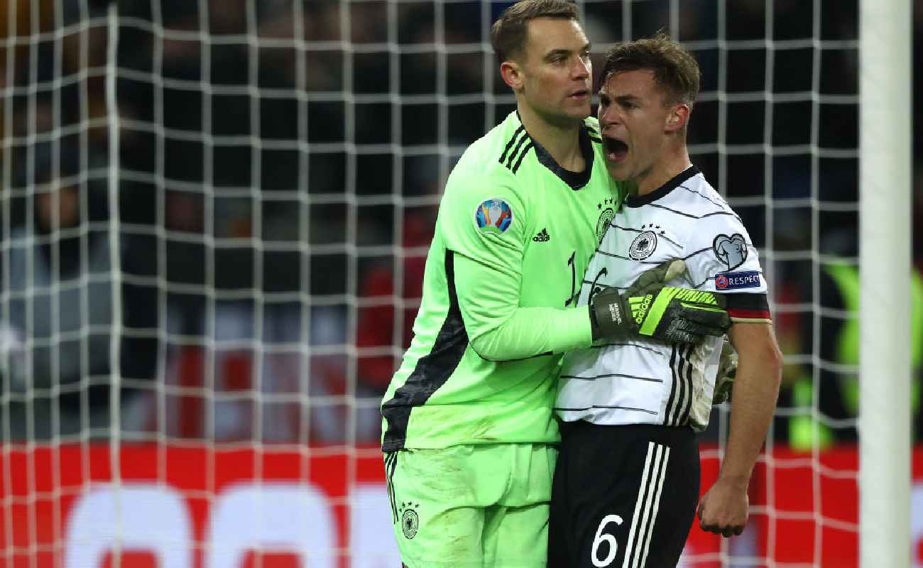 Alt: Joshua Kimmich and Manuel Neuer of Germany celebrate - Photo by Alexander Hassenstein/Bongarts/Getty Images