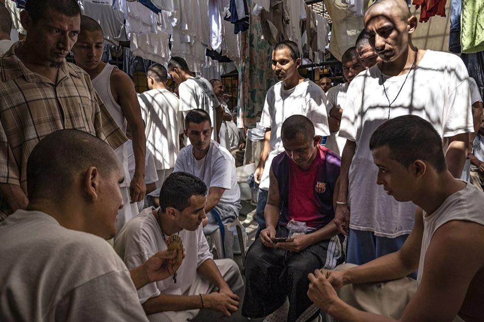 Заключенные в тюрьме Сальвадора
