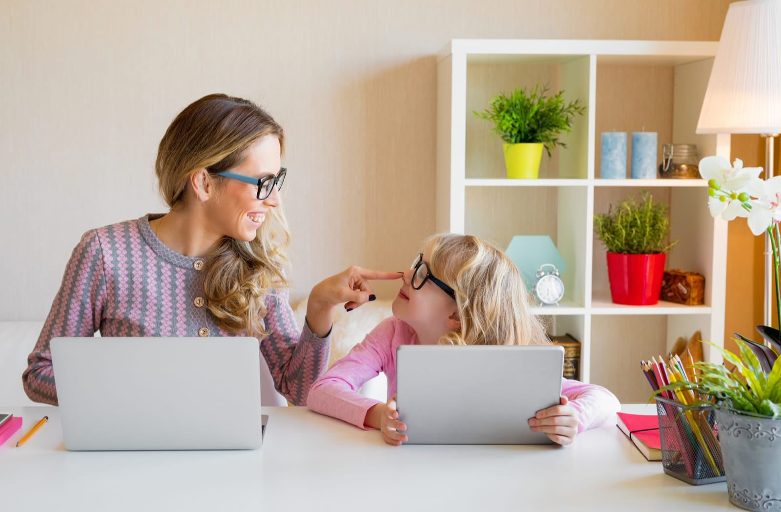 A mom and child use Facebook to find a new optometrist