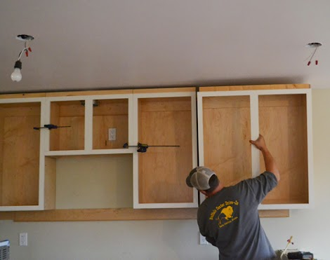 how to hang a kitchen cabinet