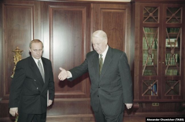 Президент РФ Борис Ельцин и директор ФСБ РФ Владимир Путин, 1998 год