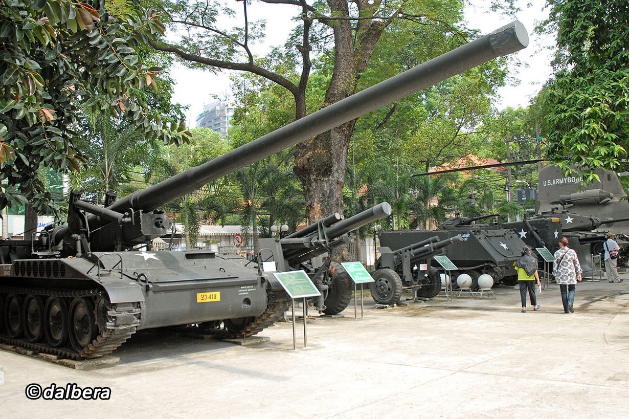 Tanks and war machines in War Remnants Museum