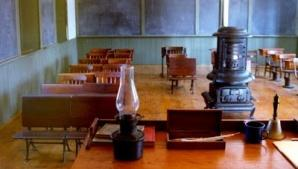 http://authorsandramasters.com/assets/Stone_Schoolhouse_where_Cassandra_Teaches2.jpg