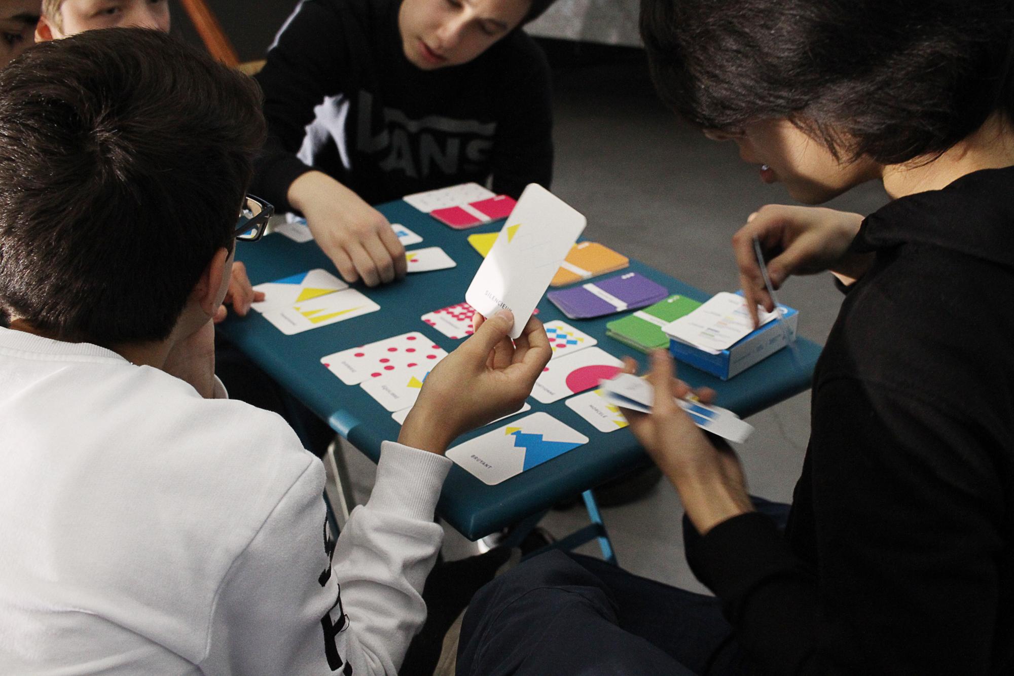 Atelier avec le jeu Les Mots du Clic, collège, avril 2017 © Stimultania