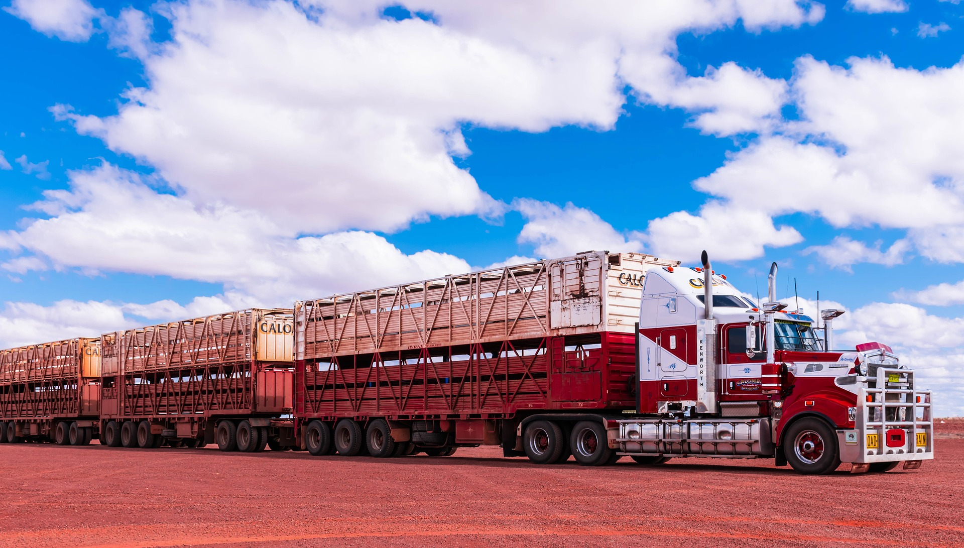 A screen showing a transport truck.