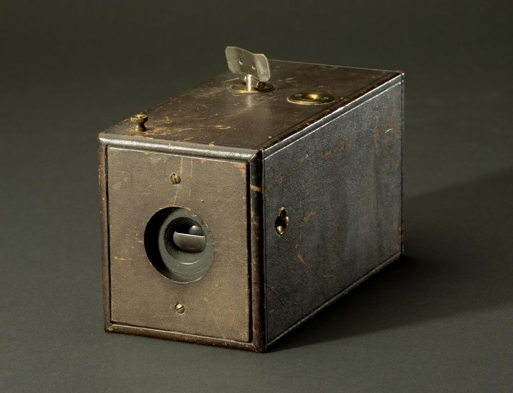 See Who the Creator of the First Camera Was - See How it Was Created