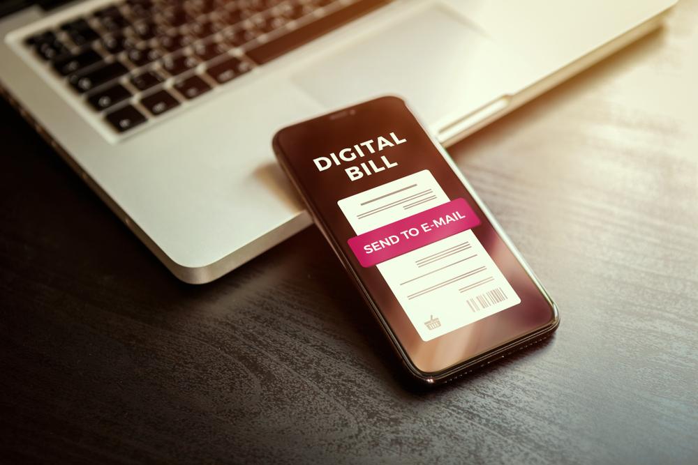 Struk belanja digital memberikan lebih banyak keuntungan dibandingkan nota cetak.