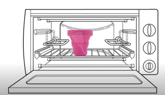 Giữa các lần thay cốc, bạn nên quay cốc trong lò vi sóng cùng nước để tiệt trùng