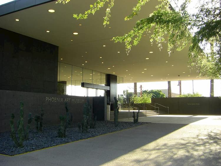 Front entrance of the Phoenix Art Museum