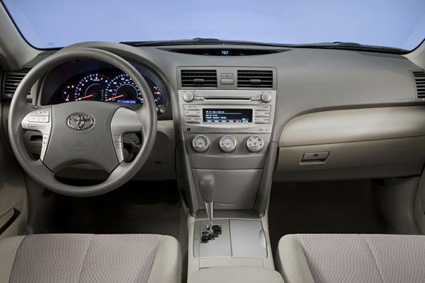 Toyota-Camry-2010-cabin