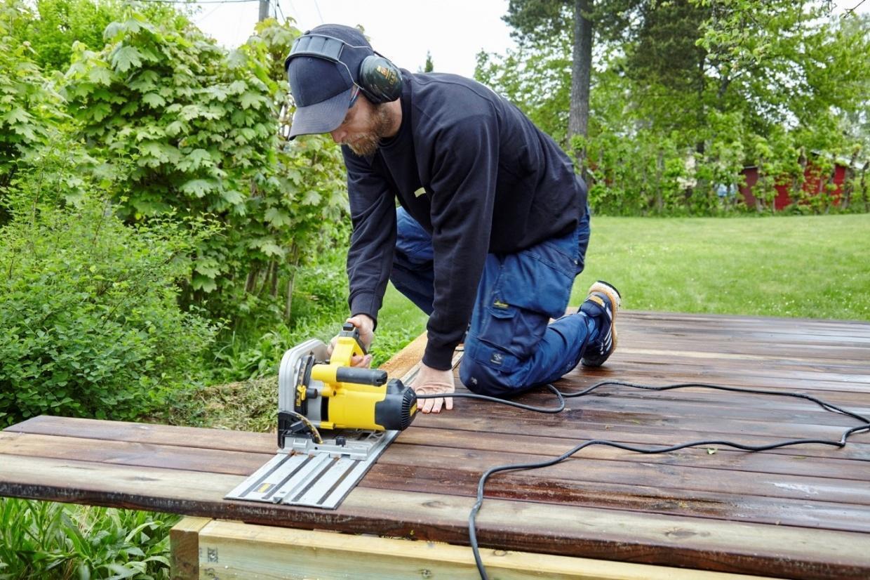 Montering af rækværk på terrassen