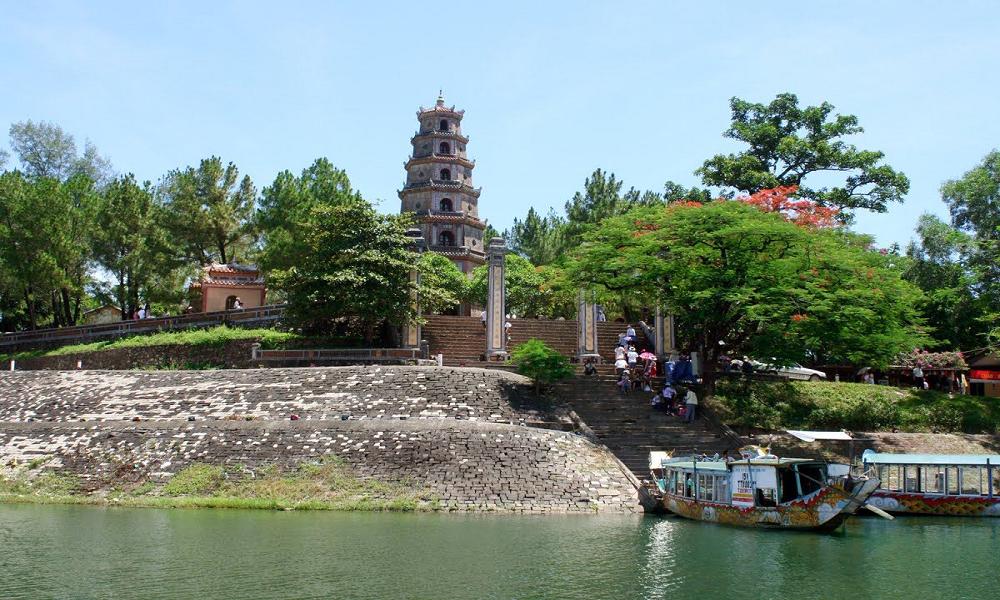 Chùa Thiên Mụ được xây dựng vào thời chúa Nguyễn Hoàng
