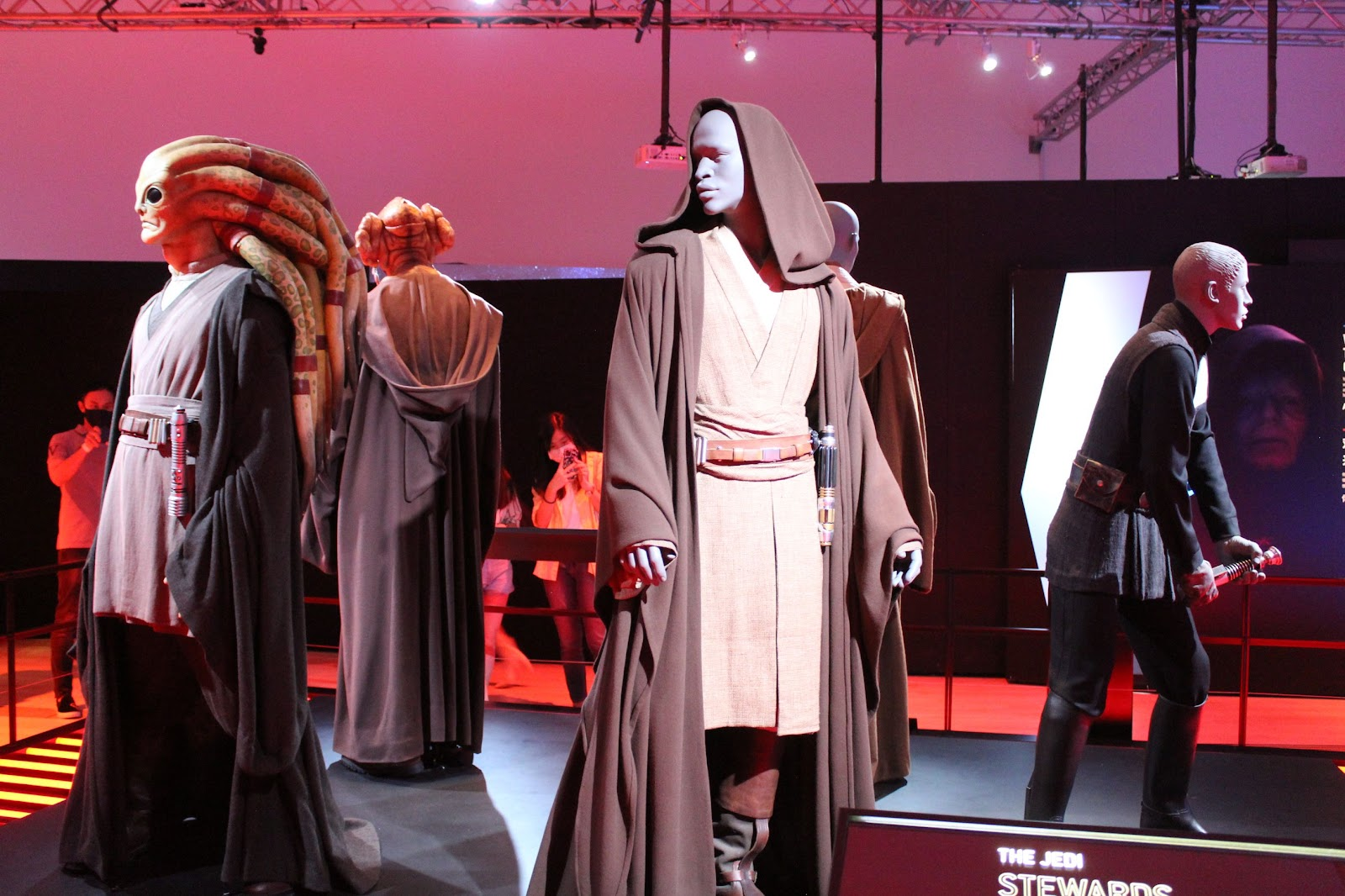 Models of Jedi standing in a circle