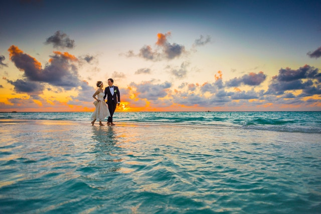 bride-and-groom-beach