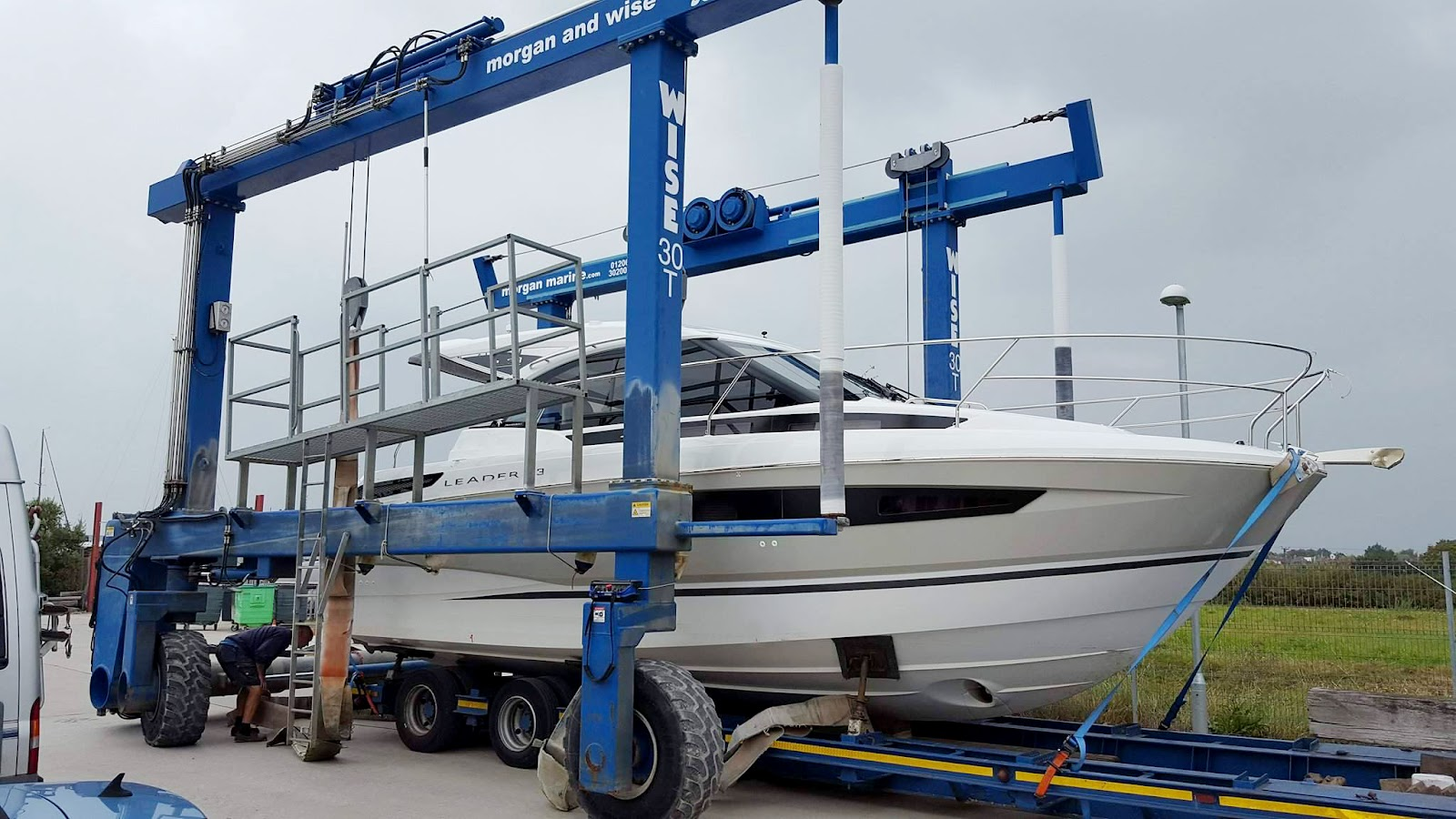 Boat maintenance lift