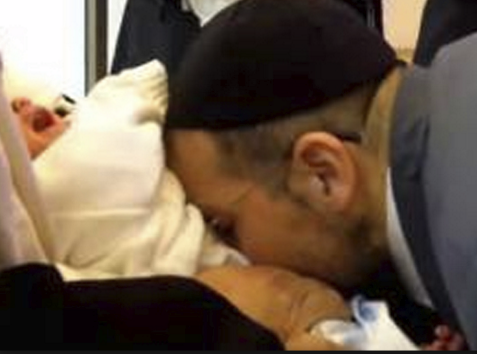 Rabbi kissing penis