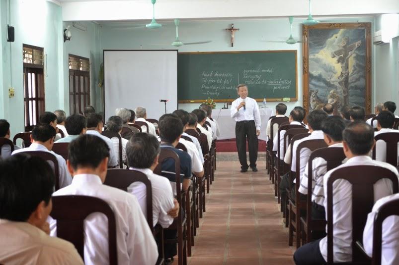 Thường huấn linh mục ngày 14/05