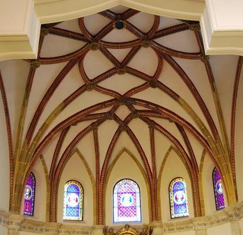 Bóvedas estrelñladas y arco mixtilíneo.jpg