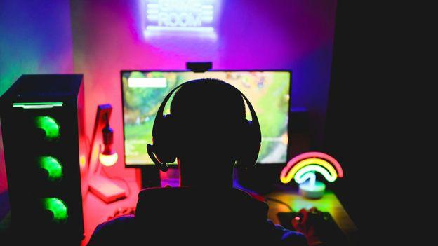 C:\Users\admin\Downloads\online-gaming-social-lifeline.jpg