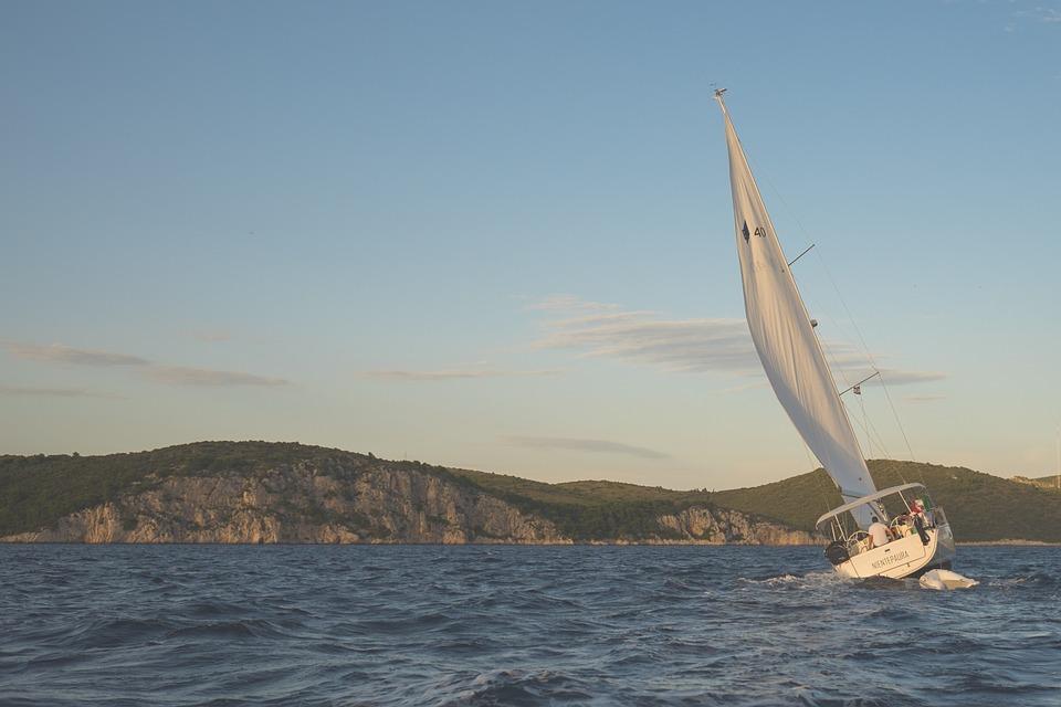 sailing-691802_960_720.jpg